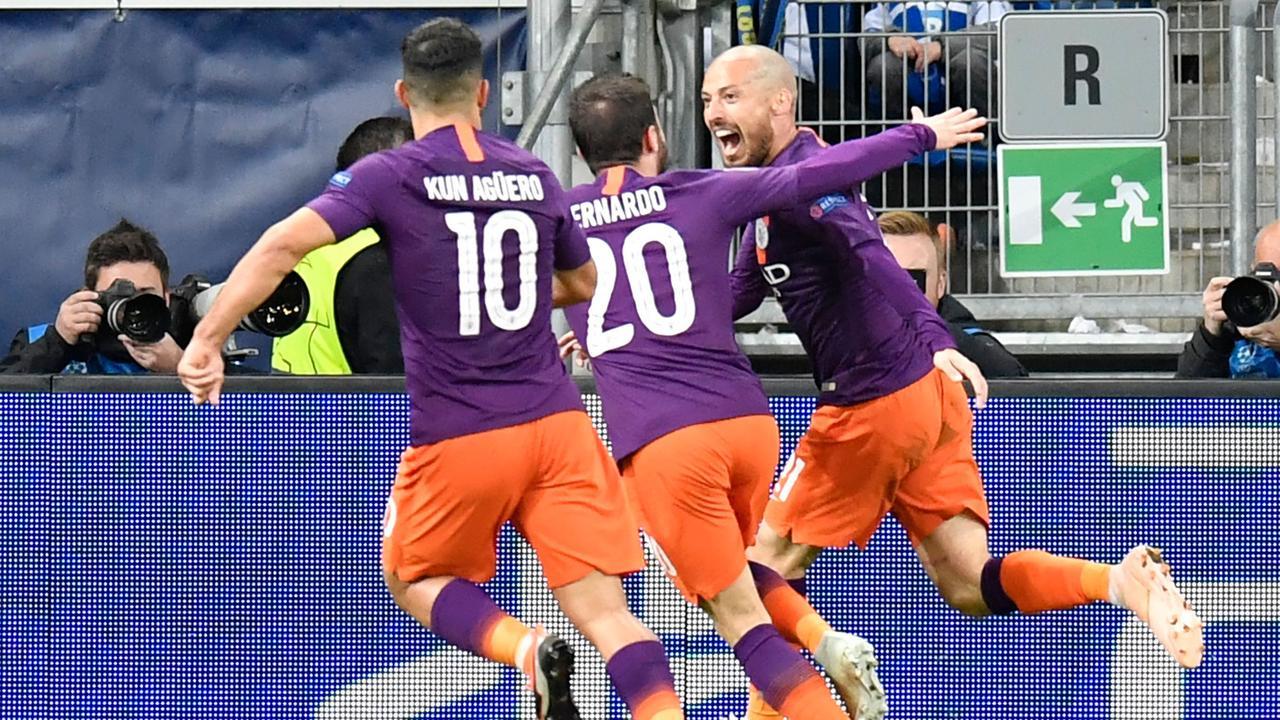 Manchester City's Spanish midfielder David Silva (R) celebrates scoring