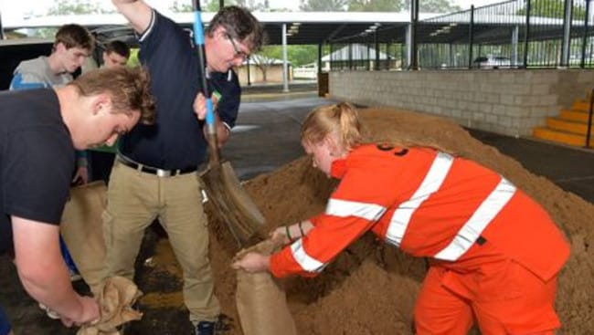 Julie Vinther from the SES helps Nambour residents fill sandbags at the Nambour Showgrounds. Picture: Warren Lynam/Sunshine Coast Daily