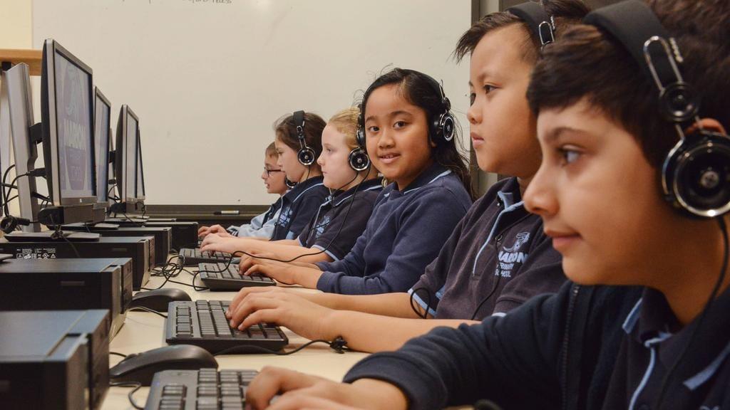 NAPLAN online fails: Dozens of schools report technical problems