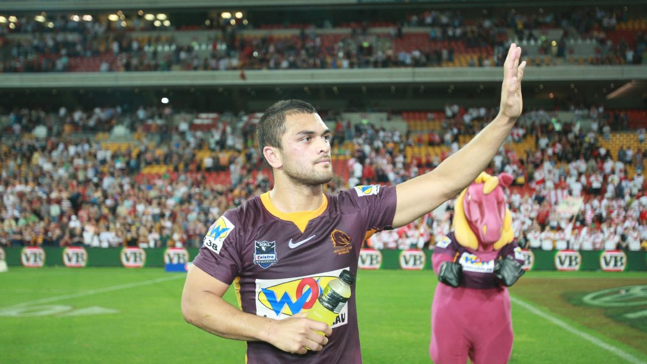 Hunt farewells the Broncos supporters in 2009.