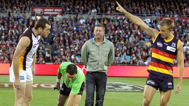 9 Afl Rules You Didn T Know From Hitting The Roof To