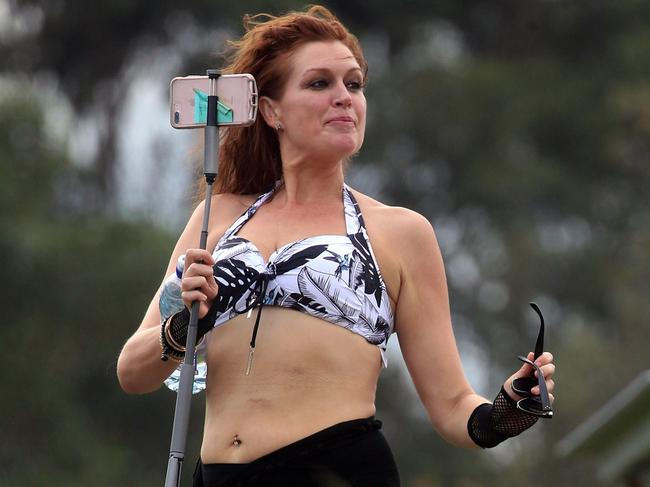The 45-year-old recently unveiled her stunning 50kg weight loss. Picture: Diimex