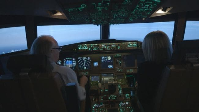 Senior Boeing 777 pilot and instructor Simon Hardy explains in a flight simulator what he believes were MH370's last moments.