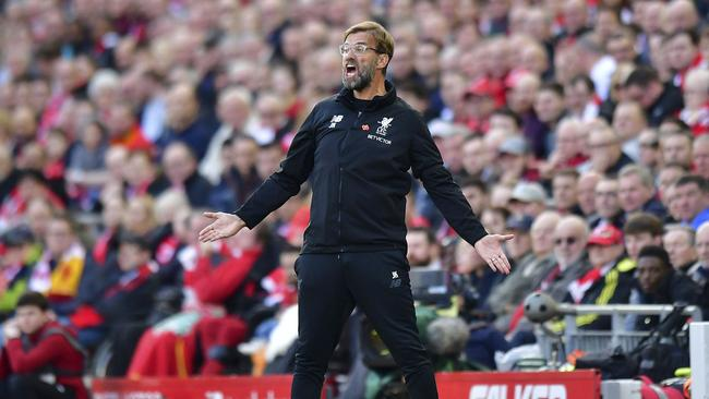 Liverpool manager Jurgen Klopp shouts directions to his players
