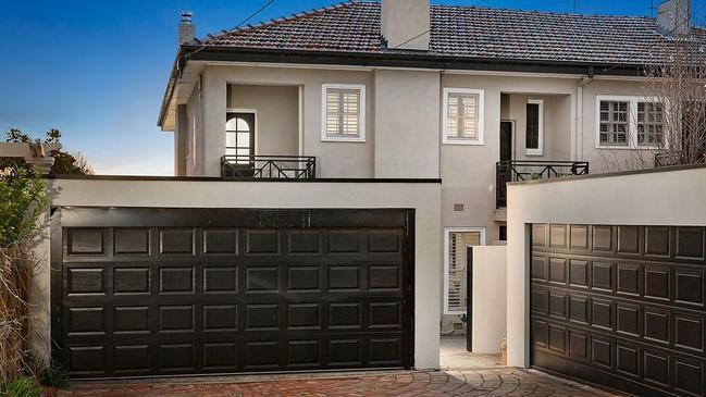 82 Wilson St, Brighton was sold by Tamsyn and Graham Manou.