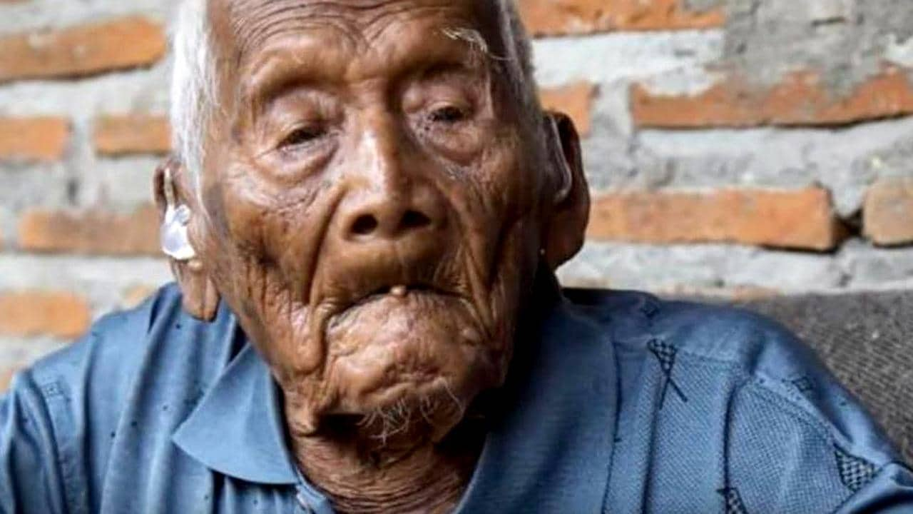 Sodimedjo, also known as Mbah Ghoto (grandpa Ghoto), was born in December 1870.