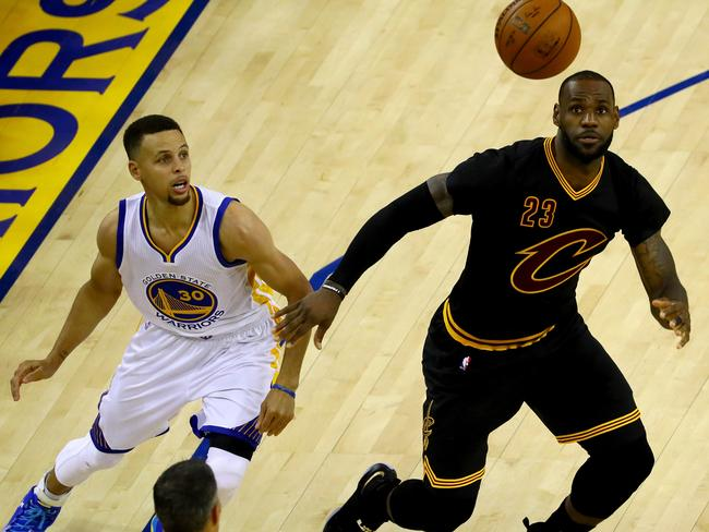 (L-R) Stephen Curry and LeBron James look set to battle out the NBA Finals again.