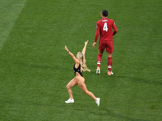One of the highlights of a dull match. (Photo by David Ramos/Getty Images)