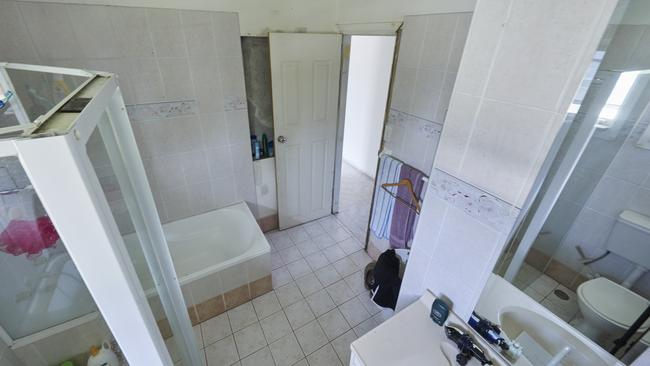 Troy and Bec's bathroom before House Rules. Picture: Channel 7