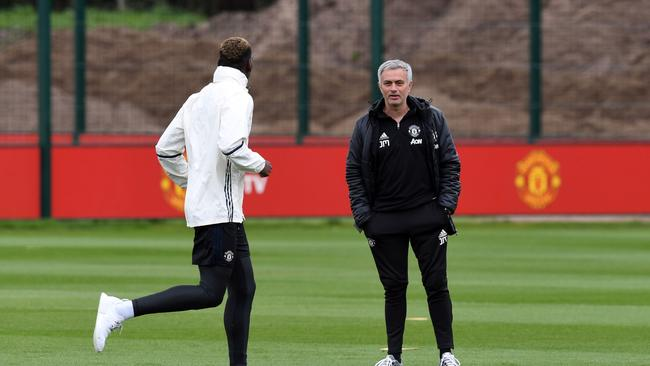 Manchester United's Portuguese manager Jose Mourinho (R) chats to Paul Pogba