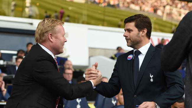 Ronald Koeman (L) and Tottenham Hotspur manager Mauricio Pochettino.