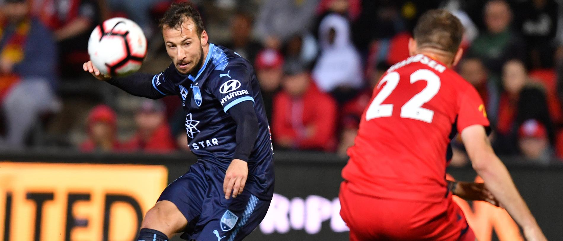 Adam Le Fondre of Sydney FC kicks towards the goal but misses during the Round 1 A-League match between Adelaide United and Sydney FC at Coopers Stadium in Adelaide, Friday, October 19, 2018. (AAP Image/Sam Wundke) NO ARCHIVING, EDITORIAL USE ONLY