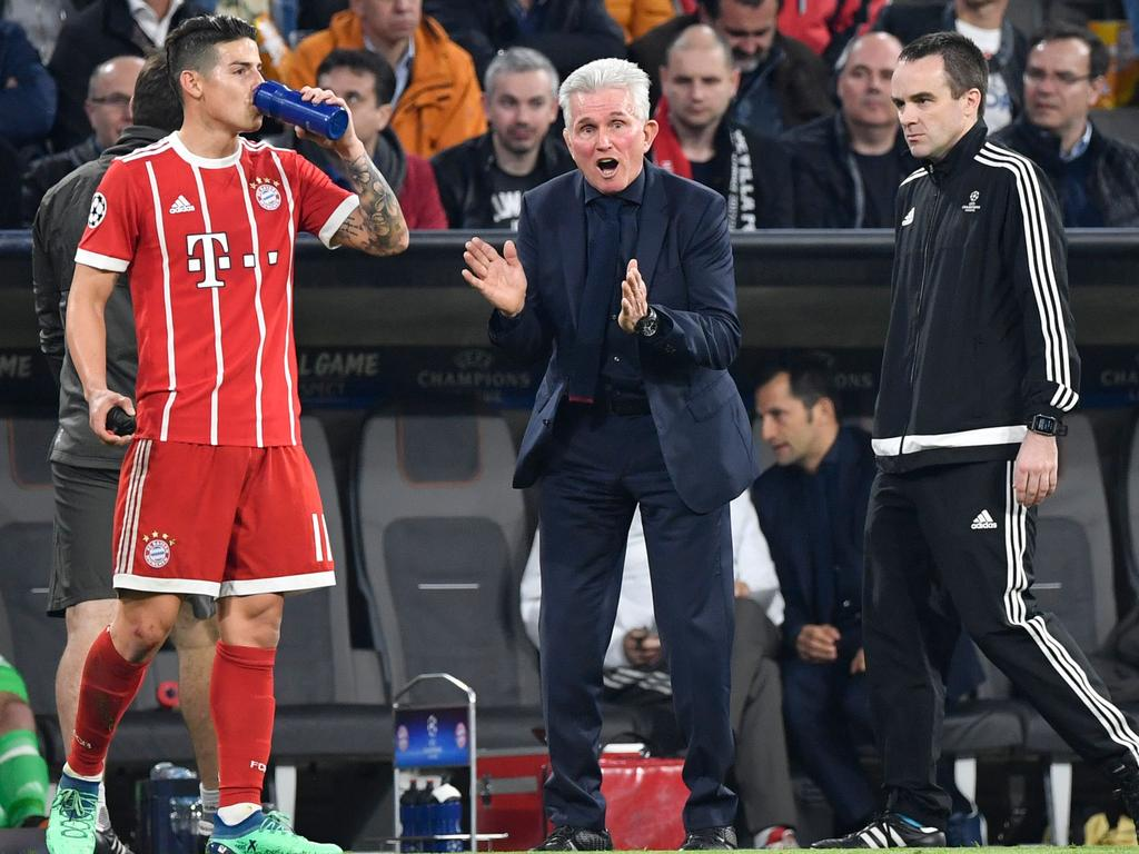 Bayern Munich's German head coach Jupp Heynckes (C) reacts as Bayern Munich's Colombian midfielder James Rodriguez (L) takes a break