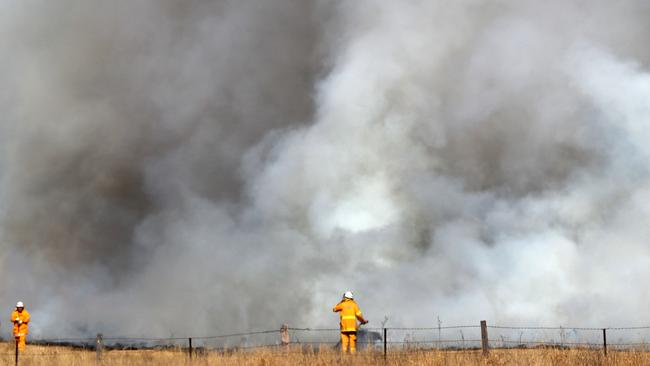 Firefighters brace for the worst as fires continue to burn in the Canungra and Sarabah regions. Picture: Nigel Hallett