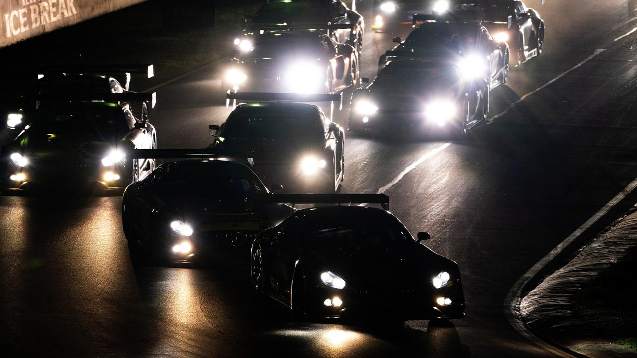 The 2019 race gets underway in the still of early morning darkness.
