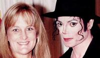 07/01/1997 WIRE: 14/11/1996. Singer Michael Jackson with his wife Debbie Rowe posing after their wedding ceremony.