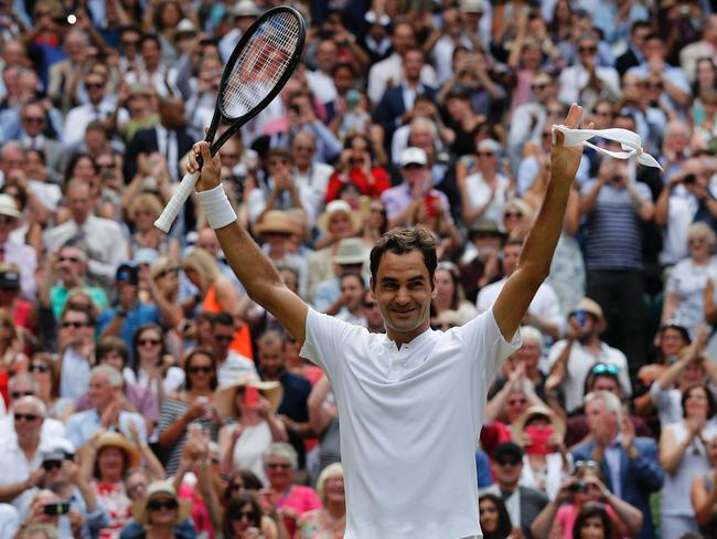 Federer celebrates his victory.