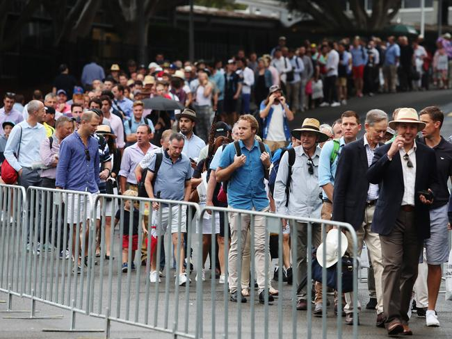 Crowds line up for Day 1 of the 5th Ashes Test.