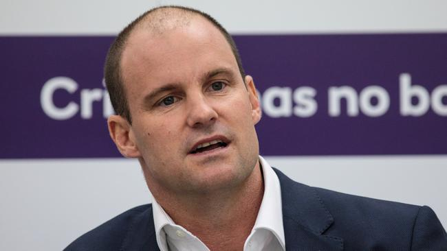 Kevin Pietersen says Andrew Strauss will lose sleep over whether to make Ben Stokes eligible for England.