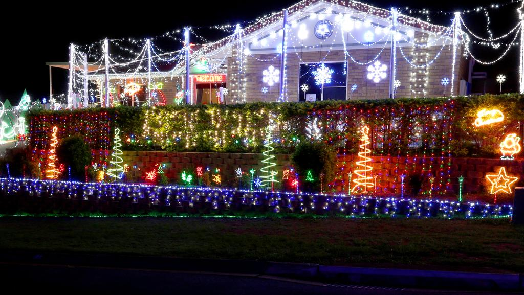 police are looking for grinches who have been stealing christmas lights from homes around