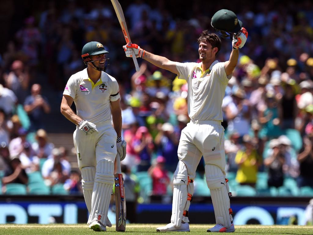 Australia's Mitchell Marsh (R) celebrates scoring his century against England with his teammate and brother Shaun Marsh (L) on the fourth day of the fifth Ashes cricket Test match at the SCG in Sydney on January 7, 2018. / AFP PHOTO / WILLIAM WEST / -- IMAGE RESTRICTED TO EDITORIAL USE - STRICTLY NO COMMERCIAL USE --