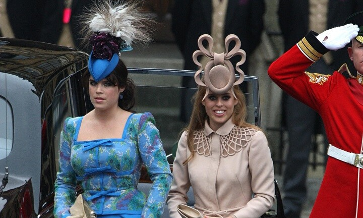 Princess Beatrice (R) and Princess Eugenie arrive ahead of the wedding between Prince William and Kate Middleton at Westminster Abbey in London, 29/04/2011.