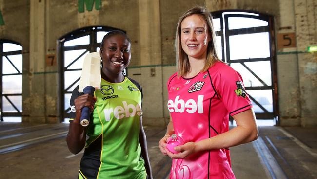 Stefanie Taylor of the Sydney Thunder and Ellyse Perry of the Sydney Sixers. (Photo by Matt King/Getty Images)
