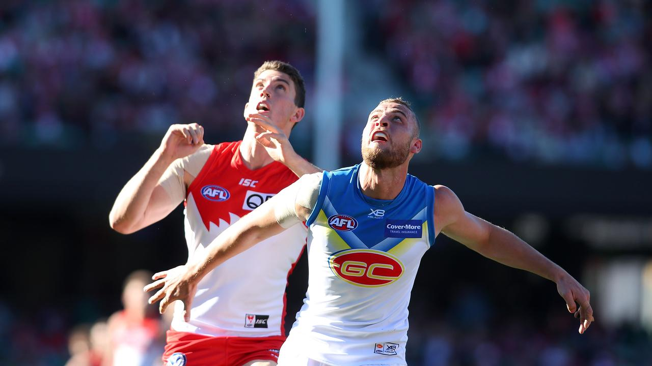 Darcy Cameron intrudes with Jarrod Witts last season.