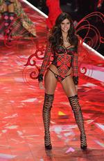 Portugese model Sara Sampaio walks the runway at the 2018 Victoria's Secret Fashion Show on November 8, 2018 at Pier 94 in New York City. - Every year, the Victoria's Secret show brings its famous models together for what is consistently a glittery catwalk extravaganza. It's the most-watched fashion event of the year (800 million tune in annually) with around 12 million USD spent on putting the spectacle together according to Harper's Bazaar. (Photo by Angela Weiss / AFP)