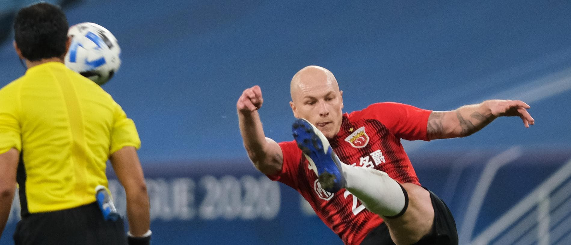 AL WAKRAH, QATAR - NOVEMBER 28: Aaron Mooy of Shanghai SIPG hooks the ball clear during the AFC Champions League Group H match between Yokohama F.Marinos and Shanghai SIPG at the Al Janoub Stadium on November 28, 2020 in Al Wakrah, Qatar. (Photo by Simon Holmes/Getty Images)
