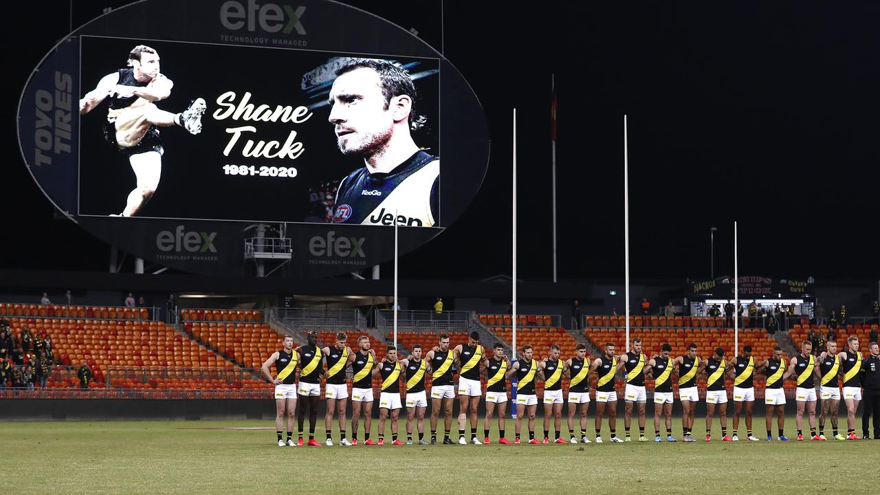 Richmond stand for a minutes silence. Photo: Ryan Pierse/Getty Images.