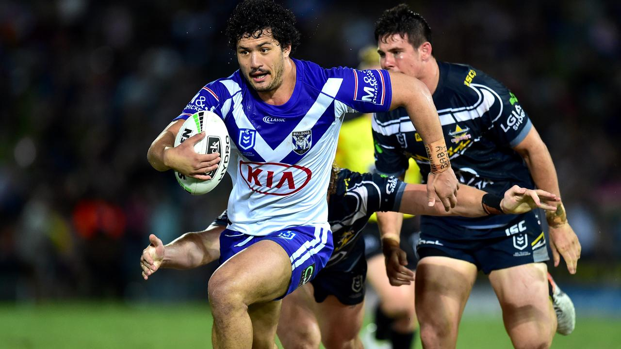 Corey Harawira-Naera on the charge for the Bulldogs