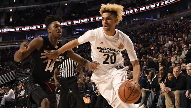 """CHICAGO, IL - MARCH 29: Brian """"Tugs"""" Bowen II #20 of the boys west team is defended by Lonnie Walker IV #14 of the boys east team during the 2017 McDonalds's All American Game on March 29, 2017 at the United Center in Chicago, Illinois. (Photo by David Banks/Getty Images)"""