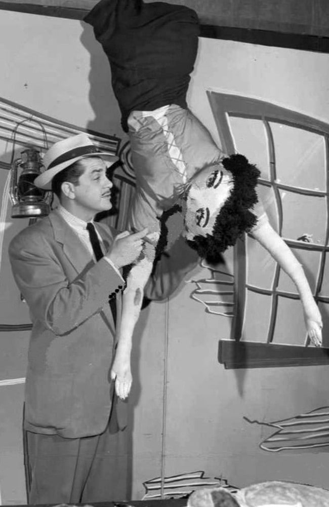 Kovacs performs a stunt on his Philadelphia early morning show Three to Get Ready in 1951.