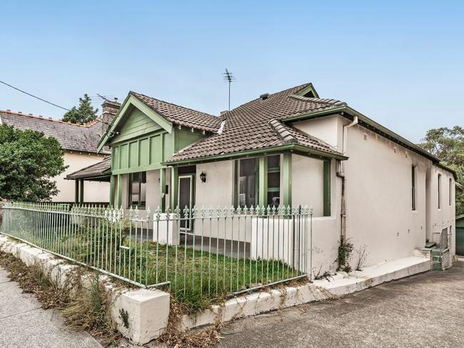 No. 228 Oberon St, Coogee has a $2.3 million to $2.5 million guide.