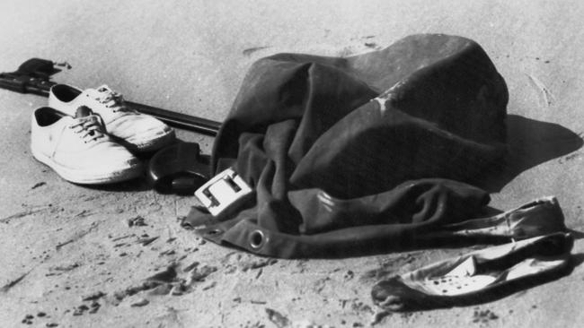 The clothes and spearfishing equipment left on Cheviot Beach near Portsea, Victoria by Australian Prime Minister Harold Holt. Picture: Central Press/Hulton Archive/Getty Images )
