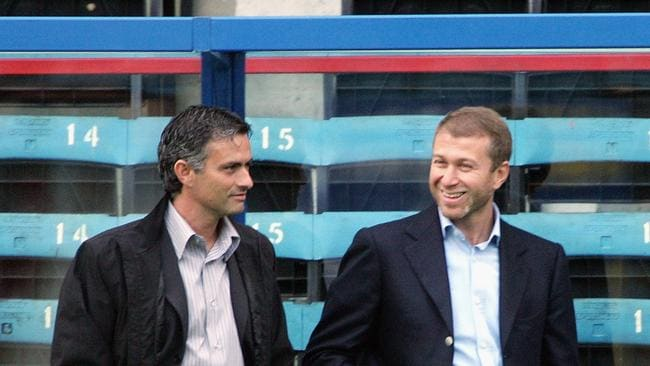 Jose Mourinho (L) and Roman Abramovich (R)