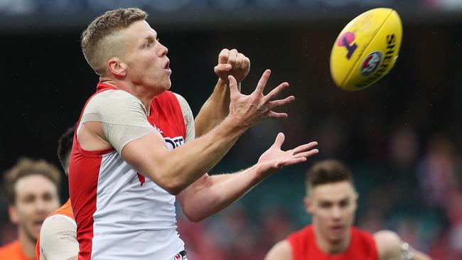 Sydney's Dan Hannebery marks during AFL Elimination Final. Picture. Phil Hillyard
