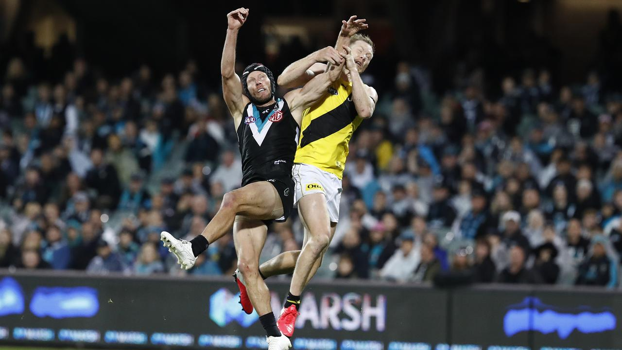Brad Ebert and Jack Riewoldt collide. (Photo by Ryan Pierse/Getty Images)