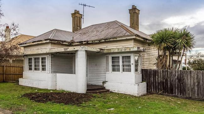 72 Aberdeen St, Geelong West sold for $865,000.