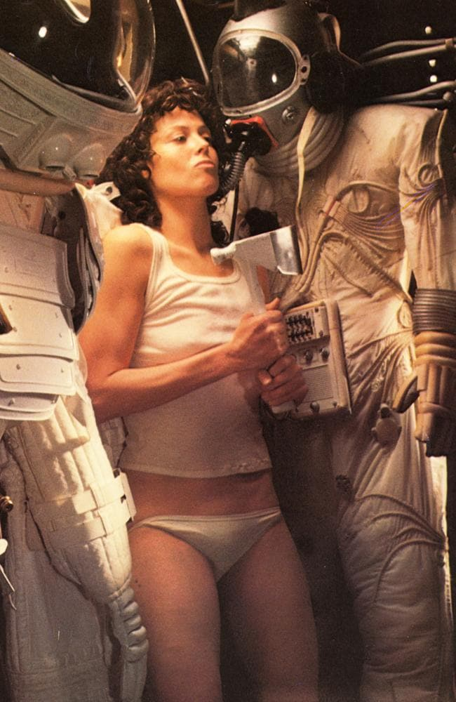 James Cameron Alien Scene With Sigourney Weaver Stepped -1098