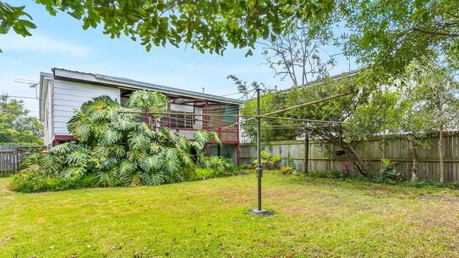 <b>9.30AM AUCTION:</b> 95 Bulimba Street, Bulimba, Qld 4171.