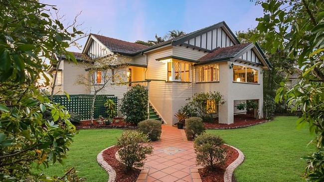 AUCTION 40 PINECROFT ST CAMP HILL