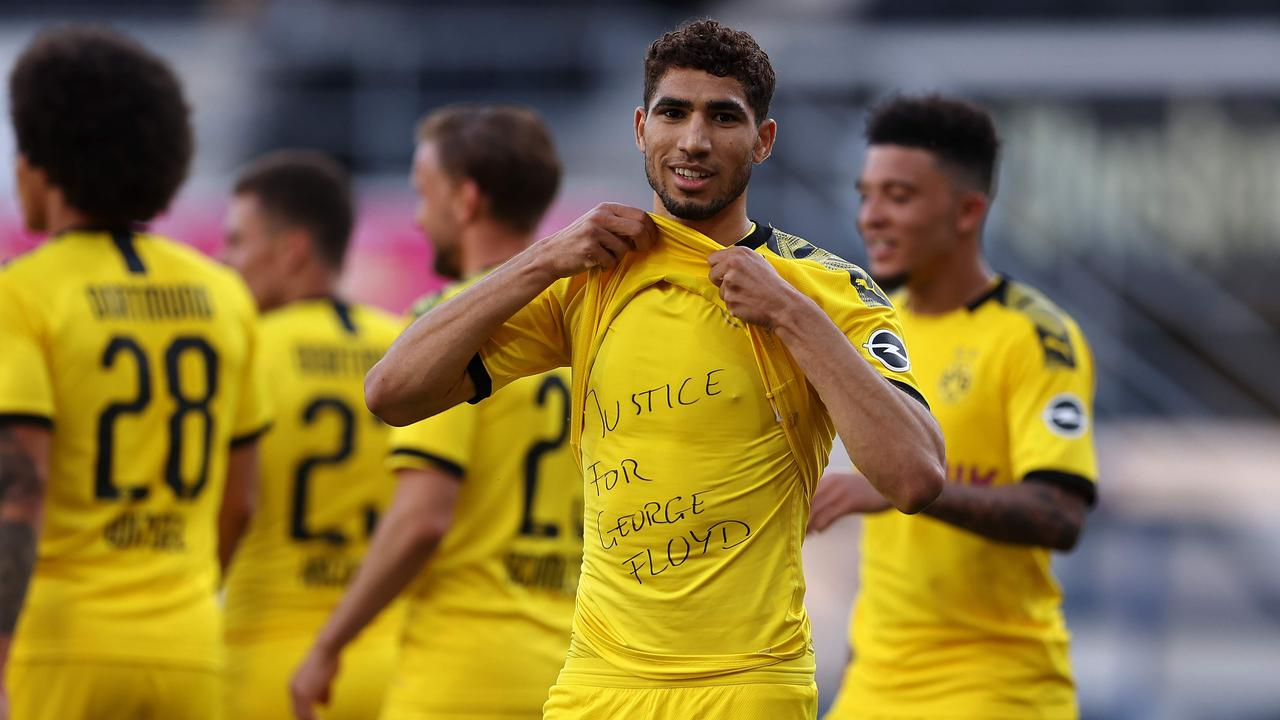 "Achraf Hakimi shows a ""Justice for George Floyd"" shirt. (Photo by Lars Baron / POOL / AFP)"
