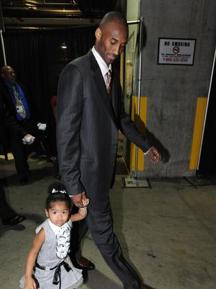 Kobe and Gianna walk into Staples Centre during the 2008 NBA Finals. (Photo by Andrew D. Bernstein/NBAE via Getty Images)
