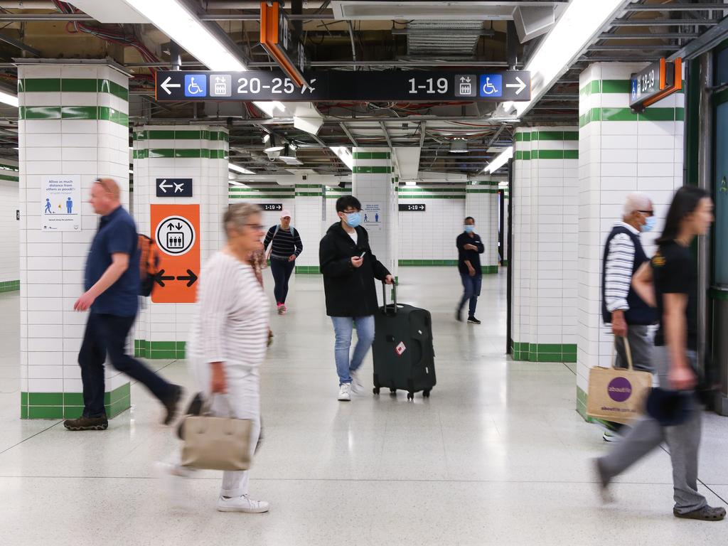 The study suggests almost a quarter of employees say their daily commute doesn't allow space for social distancing. Picture: NCA NewsWire / Gaye Gerard