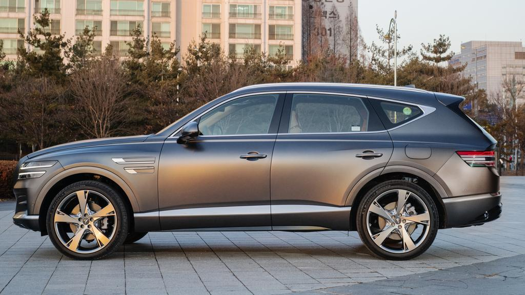6d942525a079494a3b46b85bb69a382d?width=1024 - New Genesis GV80 SUV review: The important $100,000 question