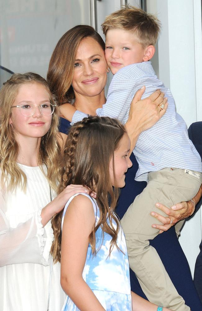Jennifer Garner and her children. Picture: Jill Johnson MEGA TheMegaAgency.com.