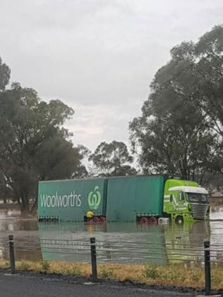A stranded truck at Barnawartha. Picture: Twitter