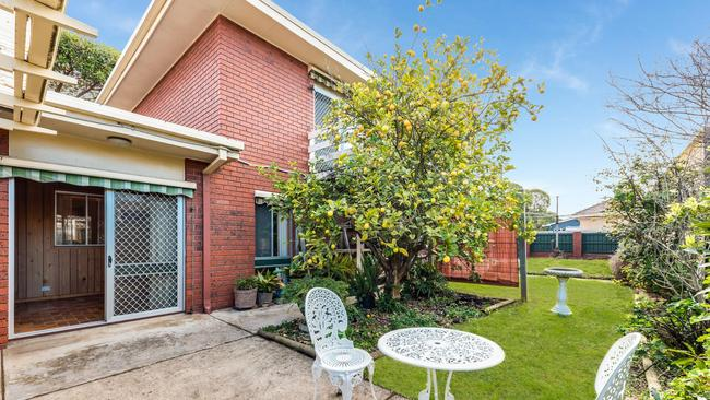 64 Wimmera Ave, Manifold Heights, sold for $629,250 after auction.